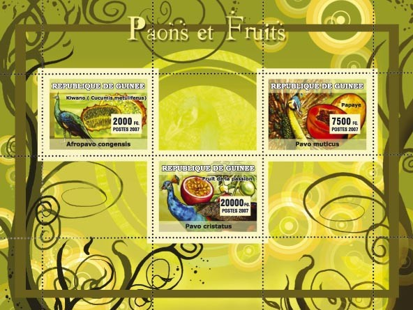 Peacocks / Paons, Fruits - Issue of Guinée postage stamps